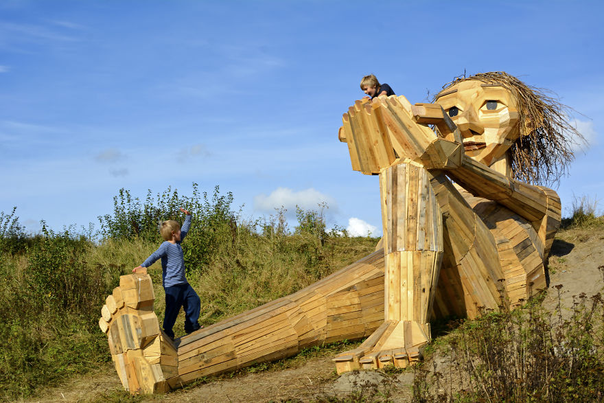 I-have-made-these-6-hidden-giants-and-a-treasure-map-to-show-people-the-beautiful-nature-surrounding-Copenhagen-58c9950011289__880