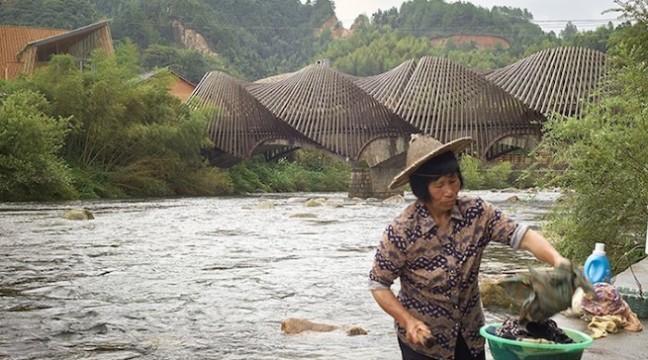 У китайському селі 12 архітекторів продемонстрували, наскільки сучасними можуть бути cпоруди з бамбука