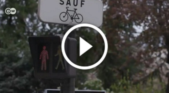 Білборд, що лякає: Як у Франції виховують пішоходів