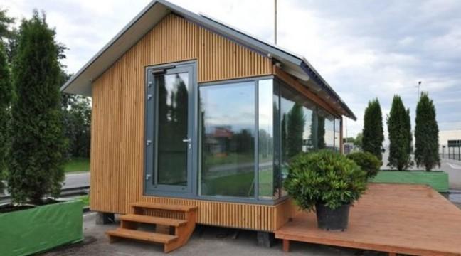 Українські ентузіасти створили будинок, для життя в якому не потрібні ні газ, ні вода