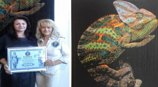 """3D вишиванка. Українка встановила рекорд """"хамелеоном"""" із 748 відтінків кольорового бісеру"""